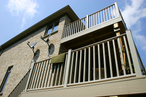 Two-story 42'' maintenance free vinyl railing